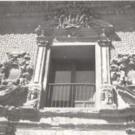 Detalle de la portada de acceso al Museo de Huesca en su nueva sede a partir de 1967. © Archivo fotográfico Museo de Huesca.