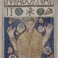 Lauda sepulcral. Pasta vítrea. 350-400. Monte Cillas (Coscojuela de Fantova, Huesca) NIG. 00679. © Foto Fernando Alvira. Museo de Huesca.