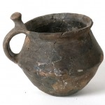Vasija. Cerámica. Edad del Bronce. Poblado de Zafranales. (Fraga, Huesca). NIG. 04117. © Foto Fernando Alvira. Museo de Huesca.