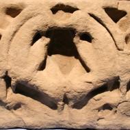 Detalle del sarcófago de Infanta. Panteón del Monasterio de Santa Cruz de la Serós. s. XII. @Foto Museo de Huesca.
