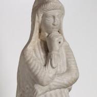 Atis. Mármol. 300-400. Villa Fortunatus (Fraga, Huesca). NIG.08188. © Foto Fernando Alvira. Museo de Huesca (detalle).
