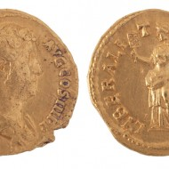 Áureo de Adriano. Oro. 128-138. Huesca. NIG.04264. © Foto Fernando Alvira. Museo de Huesca.