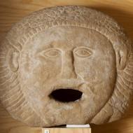 Cabeza. Arenisca. Cultura ibérica. 75 a.E.- 100 d.C. Huesca. NIG.00170. © Foto Fernando Alvira. Museo de Huesca.