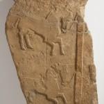Estela. Arenisca. Cultura ibérica. 150 a.E.-100 d.C. La Vispesa (Tamarite de Litera, Huesca). NIG.03692. © Foto Fernando Alvira. Museo de Huesca.