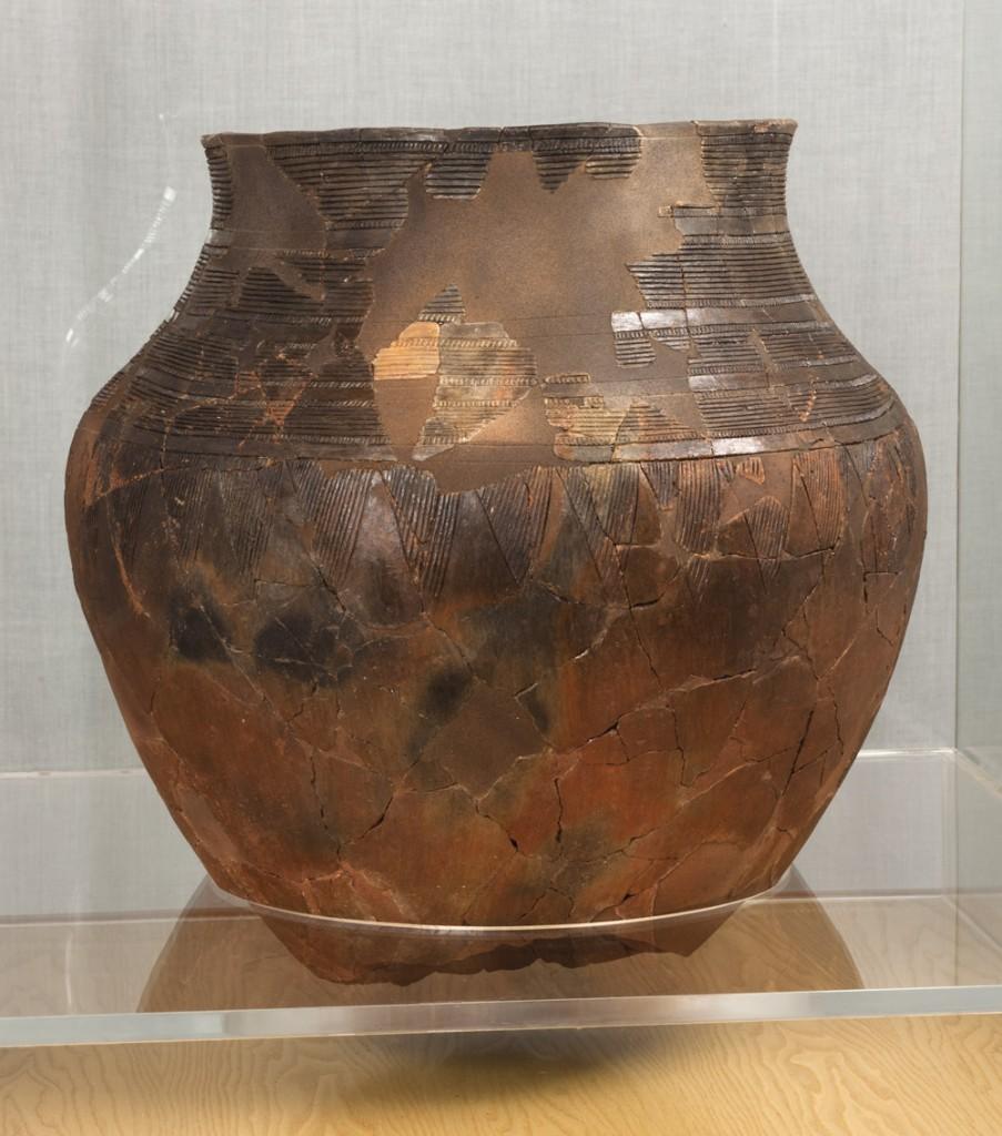 Vaso. Cerámica. Calcolítico. 2.200-1.800 a.E. Cueva Drólica (Sarsa de Surta, Huesca) NIG.08826. © Foto Fernando Alvira. Museo de Huesca.