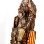 Virgen con el Niño. Anónimo. Madera policromada. 1100. NIG.00258. © Foto Fernando Alvira. Museo de Huesca.