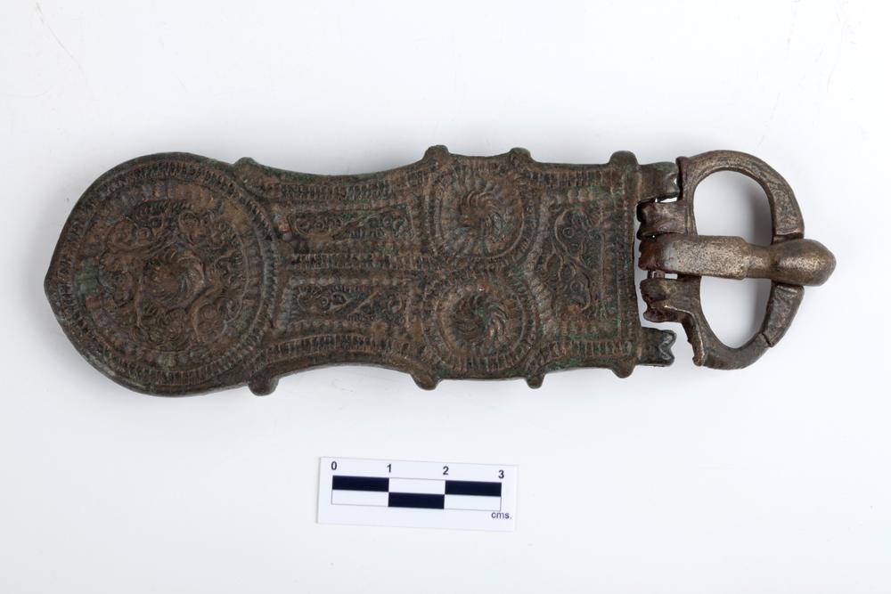 Broche con hebilla. Bonce. s. VII. Santa María del Monte. Liesa (Huesca). NIG. 03690 © Foto Fernando Alvira. Museo de Huesca.