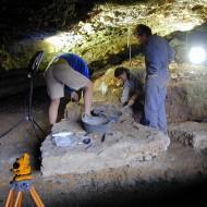 Excavaciones en Cueva de Chaves (Fot.MdH))