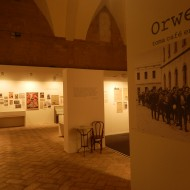 """Imagen de la exposición """"Orwell toma café en Huesca"""". Archivo MdH"""